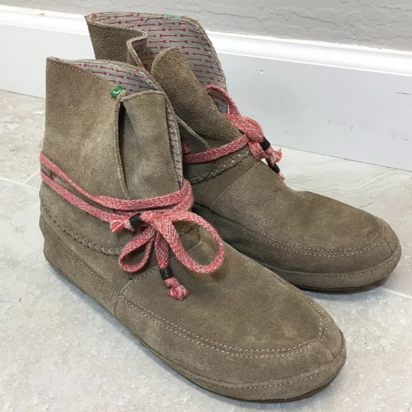 46d7225c0ab9e9 Sanuk Soulshine 8 Suede Moc Boots. M 5b1ed32c8ad2f94f7713b339